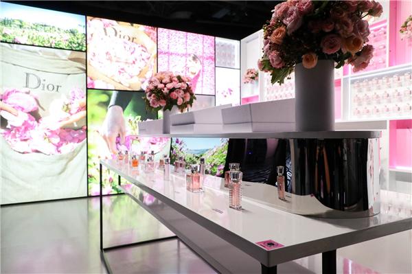 《迪奥小姐:爱与玫瑰》展览限时精品店1.jpg