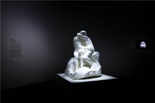 乌尔斯•费舍尔艺术作品《亲吻》2.jpg