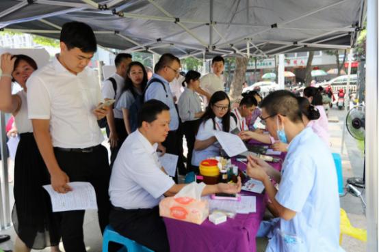 中信保诚人寿福建分公司参加无偿献血公益活动