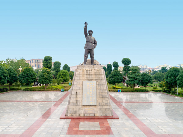 3红八军纪念广场-邓小平铜像.jpg