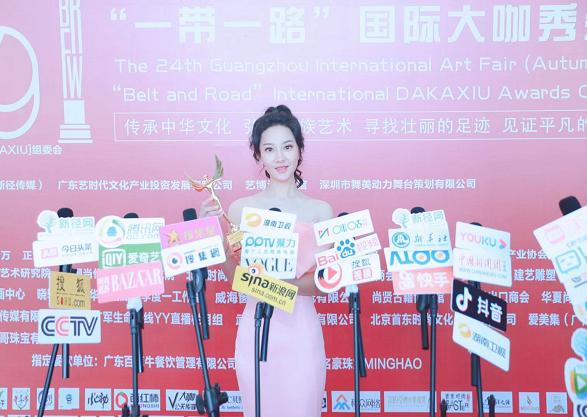 少数民族美女书法家绒获广州艺博会奖项